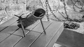 Il highboot per tortura dalla prigione sotterranea il castello Immagine Stock