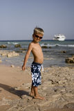 Il hild del ¡ di Ð cammina sulla spiaggia Immagine Stock Libera da Diritti