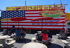 Il hot dog del ` s di Nathan che mangia il sito di concorso a Coney Island, New York Fotografia Stock Libera da Diritti