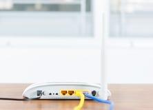Il hub senza fili della rete del router del modem con cavo si collega Immagine Stock Libera da Diritti