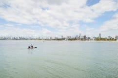 Il kajak a Praia fa Bessa, Joao Pessoa fotografia stock libera da diritti