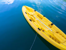 Il kajak variopinto allinea le acque del fiume, Tailandia kayak Immagine Stock Libera da Diritti