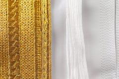 Il Kandura è adeguato a solitamente la perfezione con la cucitura decorata dettagliata Fotografia Stock