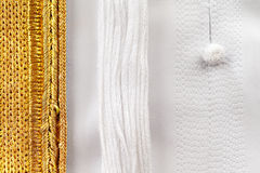 Il Kandura è adeguato a solitamente la perfezione con la cucitura decorata dettagliata Fotografia Stock Libera da Diritti