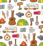 Il kawaii di campeggio della roba scarabocchia il fondo senza cuciture illustrazione vettoriale
