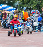 IL KAZAKISTAN, ALMATY - 11 GIUGNO 2017: I concorsi di riciclaggio del ` s dei bambini visitano de kids I bambini invecchiati 2 -  Fotografie Stock Libere da Diritti