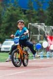 IL KAZAKISTAN, ALMATY - 11 GIUGNO 2017: I concorsi di riciclaggio del ` s dei bambini visitano de kids I bambini invecchiati 2 -  Immagine Stock Libera da Diritti