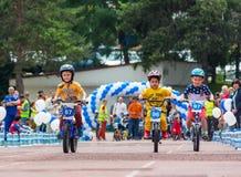 IL KAZAKISTAN, ALMATY - 11 GIUGNO 2017: I concorsi di riciclaggio del ` s dei bambini visitano de kids I bambini invecchiati 2 -  Immagine Stock