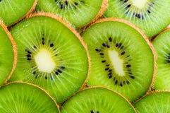 Il Kiwi affetta la priorità bassa Fotografia Stock Libera da Diritti