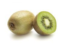 Il kiwi uno affettato dentro dimezza Immagini Stock Libere da Diritti