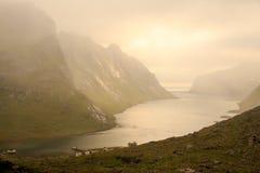 Il Kjergfjord nebbioso Fotografia Stock