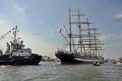 Il Kruzenshtern che lascia Amsterdam Immagini Stock