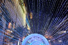 Il ` la s Eve Lighting del nuovo anno rende la gente felice immagini stock