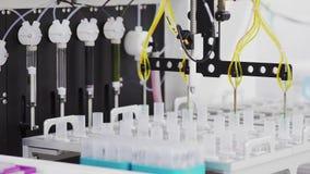 Il laboratorio automatizzato dentro ha avanzato tecnicamente la clinica sta intraprendendo gli studi puntati su combattendo il di archivi video