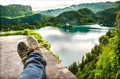 Il lago attraversato Slovenia sanguinata aerea dei piedi si rilassa il viaggio Immagine Stock