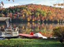 Il lago in autunno Fotografie Stock Libere da Diritti