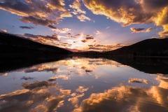 Il lago avon si appanna la riflessione fotografia stock