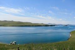 Il lago Baikal, bella acqua blu e cielo Fotografia Stock