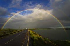 Il lago Caliraya gemella l'arcobaleno Immagini Stock