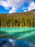 Il lago con acqua blu-verde Immagine Stock Libera da Diritti