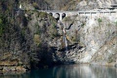 Il lago della diga di Palagnedra sulla valle di Centovalli Fotografie Stock