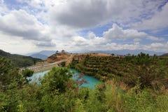 Il lago di qicaihu che mostra i colori sconosciuti e bei Fotografie Stock Libere da Diritti