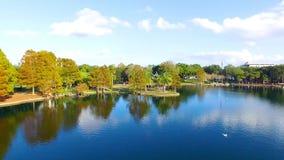 Il lago Eola a Orlando del centro, Florida stock footage