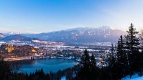 Il lago ha sanguinato con suo circondare alpen l'ambiente, alpi slovene Fotografia Stock Libera da Diritti