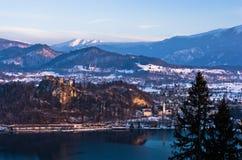 Il lago ha sanguinato con suo circondare alpen l'ambiente, alpi slovene Immagini Stock