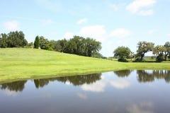 Il lago, il cielo e la nuvola Fotografie Stock