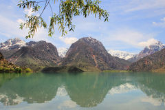 Il lago Iskanderkul, Tagikistan Fotografia Stock