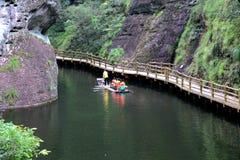 Il lago Jiulong ed i Mountain View in Taining, Fujian, Cina fotografie stock