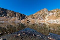 Il lago kidney è uno dei sette laghi Rila Montagna di Rila, Immagini Stock Libere da Diritti