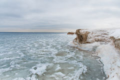 Il lago Ladoga nell'inverno Tutto è coperto di ghiaccio e di neve paesaggio La Russia Fotografia Stock Libera da Diritti