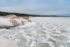 Il lago Ladoga nell'inverno Tutto è coperto di ghiaccio e di neve paesaggio La Russia Immagine Stock