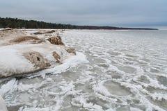 Il lago Ladoga nell'inverno Tutto è coperto di ghiaccio e di neve paesaggio La Russia Immagine Stock Libera da Diritti