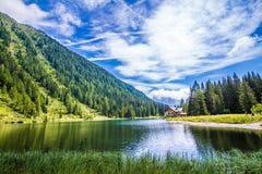 Il lago Nambino nelle alpi, Trentino, Italia Immagine Stock