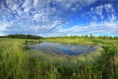 Il lago osserva nel cielo Fotografie Stock Libere da Diritti