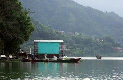 Il lago Phewa è il lago secondo più esteso nel Nepal Immagini Stock Libere da Diritti