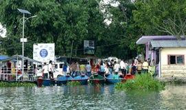 Il lago Phewa è il lago secondo più esteso nel Nepal Immagini Stock