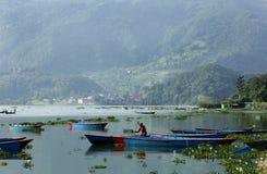 Il lago Phewa è il lago secondo più esteso nel Nepal Fotografia Stock