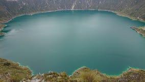 Il lago Quilotoa sul crator di Quilotoa fotografia stock