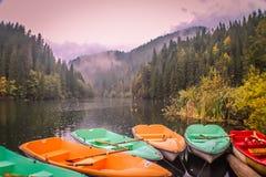 Il lago rosso in Romania fotografie stock