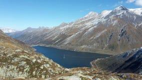 Il lago santa Maria, nel passaggio di Lucomagno, la Svizzera fotografia stock libera da diritti