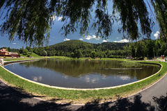 Il lago si appanna l'acqua del cielo panoramica Fotografia Stock