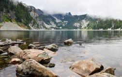 Il lago snow fotografia stock libera da diritti