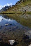 Il lago sulla cima del passaggio di Susten Immagine Stock