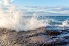 Il lago Superiore che schianta Wave nella penisola superiore del Michigan Fotografia Stock Libera da Diritti