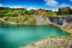 Il lago verde smeraldo di Racos Fotografia Stock