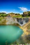 Il lago verde smeraldo di Racos, contea di Brasov Fotografia Stock Libera da Diritti